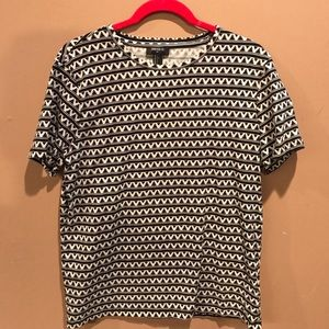 Black and White Zig Zag Patterned Tee